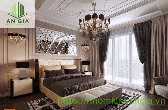 Mẫu 1: Gương được đặt trong phòng ngủ tạo nên sự thoải mái thư giãn và thể hiện cá tính riêng của chủ nhân