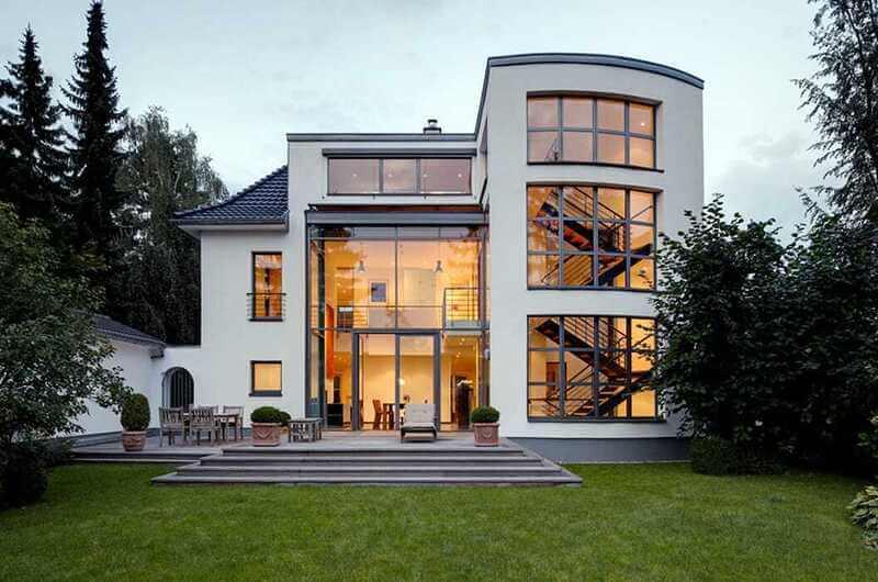 Nhà mặt tiền bằng kính tỷ lệ đều các tầng