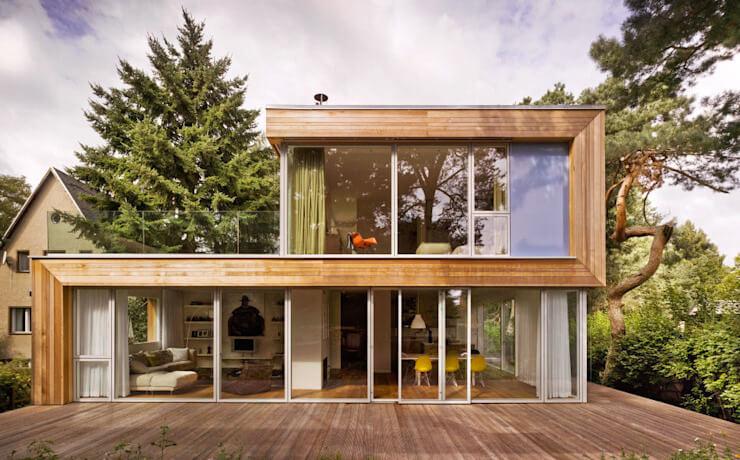 Mặt tiền nhà bằng kính kết hợp với gỗ
