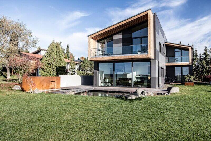 Mặt tiền nhà bằng Kính hứng ánh nắng