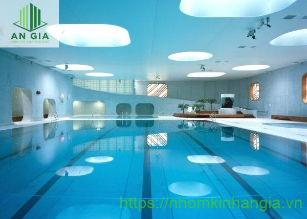 Trần nhôm 3D ở bể bơi