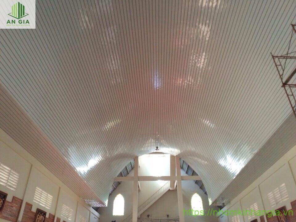 trần nhôm nhà thờ