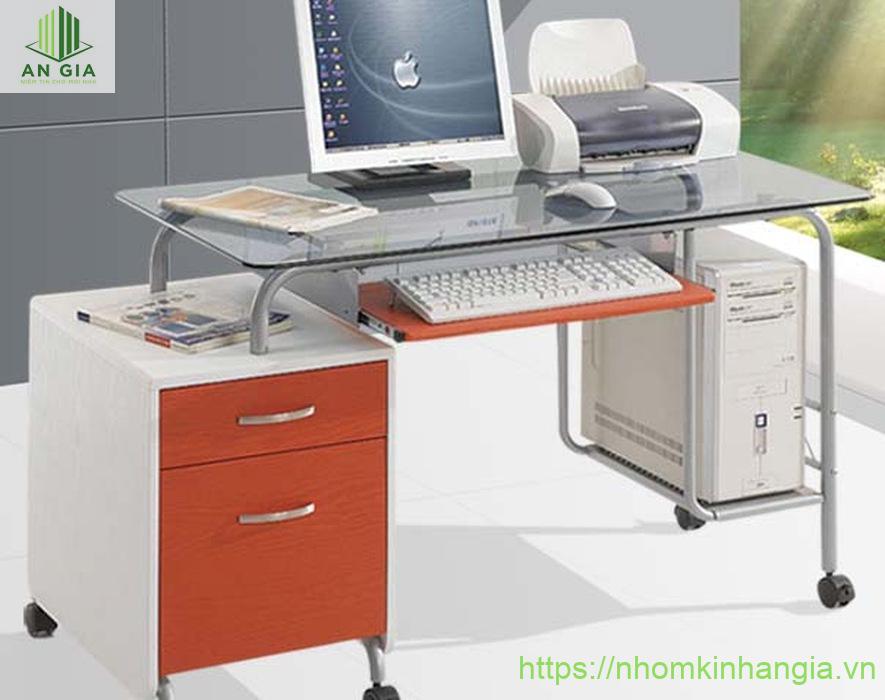 Mẫu 3: Bàn được thiết kế theo cách điệu với 2 tủ đựng hồ sơ và CPU tạo sự thuận tiện cho người sử dụng