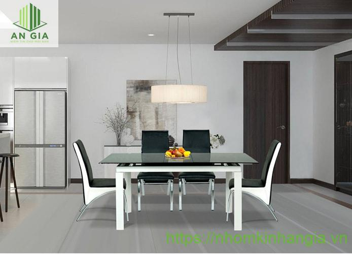 Mẫu 3: Tông màu chính trắng và đen tạo cảm giác ấm cúng, gần gũi cho không gian phòng ăn của gia đình