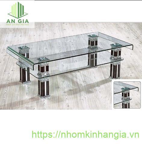 Mẫu 4: Bàn gồm 2 lớp kính cường lực, lớp trên đạng chữ U lớp dưới phẳng với 4 trụ inox kết nối toàn bộ cấu trúc