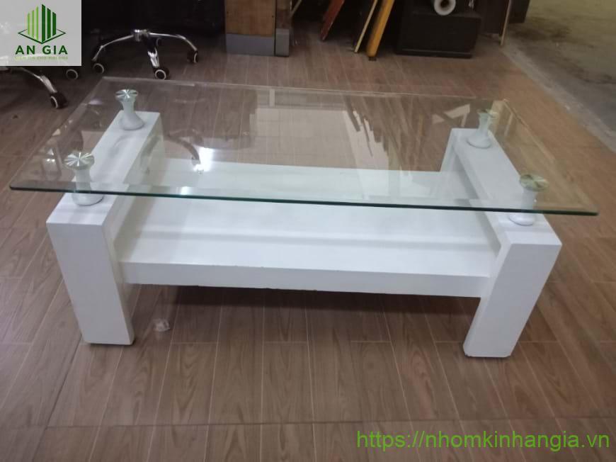 Mẫu 14: Bề mặt bàn từ kính cường lực được bo tròn các góc cạnh mang đến sự an toàn cho các gia đình có trẻ nhỏ