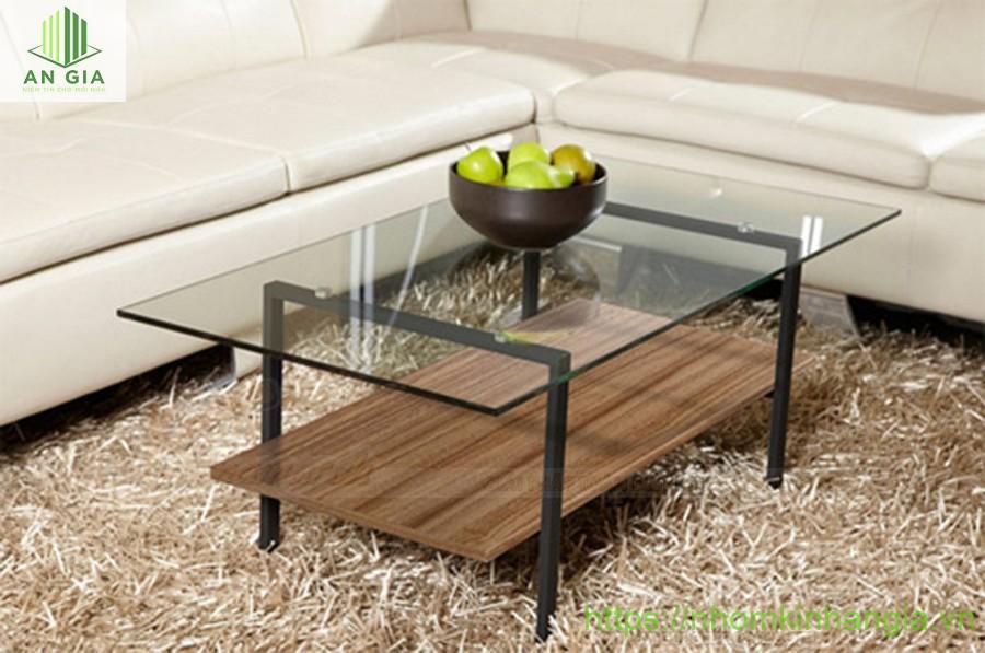 Mẫu 2: Chiếc bàn với lớp kính cường lực có khả năng chống chịu lực tác động tốt với phần chân bàn từ kim loại