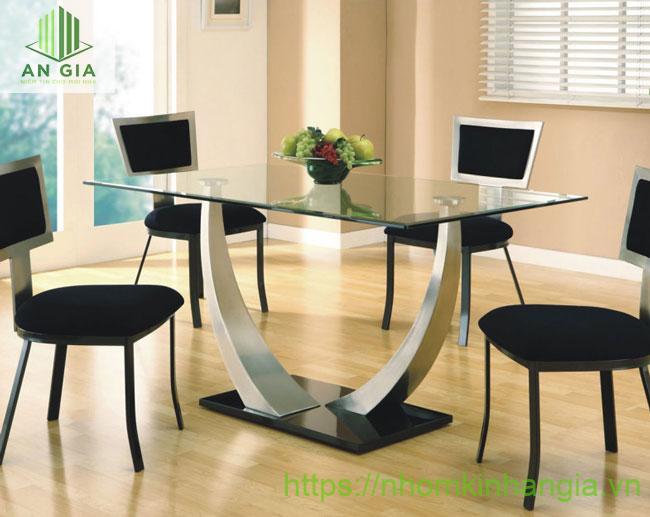 Mẫu 6: Phần chân bàn chính là một điểm nhấn nổi bật mang đến sự thanh thoát cho cấu trúc sản phẩm