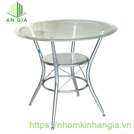 Mẫu 2: Mặt bàn từ kính cường lực với phần chân trụ inox có độ bền cao khả năng chịu lực tác động tốt