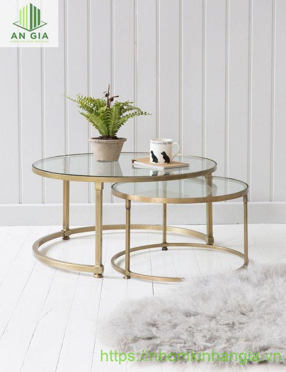 Mẫu 10: Thiết kế của bàn thoạt nhìn như 2 chiếc bàn được lồng ghép vào nhau thành một cấu trúc đặc biệt