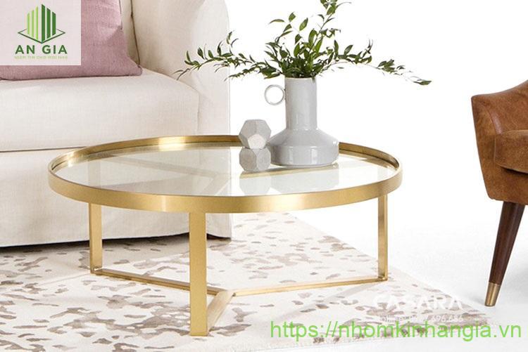 Mẫu 6: Mặt bàn được gắn khá sâu vào bên trong bộ khung tạo cảm giác chắc chắn khi sử dụng thích hợp với những gia đình có trẻ nhỏ