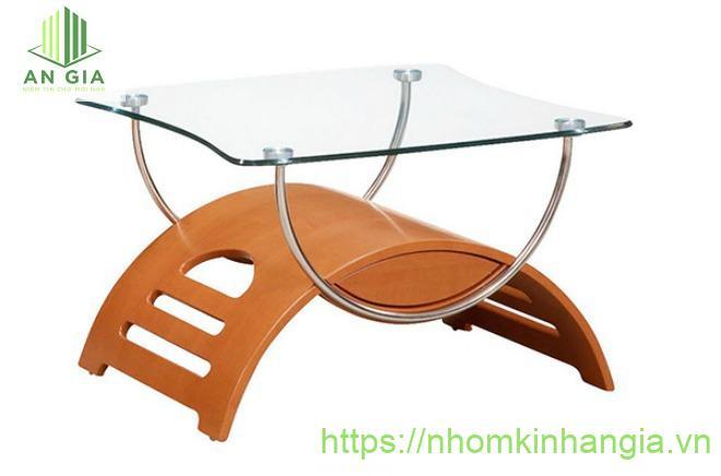 Mẫu 17: Phần chân bàn dạng cầu vồng được kết nối với mặt kính cường lực tạo nên một thiết kế khá đặc biệt