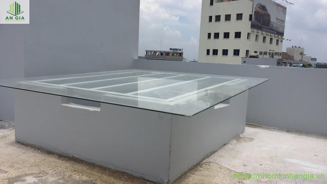 Máy kính giếng trời cho căn hộ