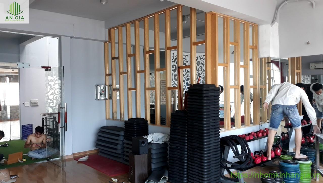 Hoàn thành công trình vách kính cửa lùa, gương phòng tập Gym 491 Trường Chinh