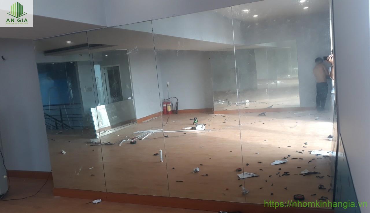 công trình vách kính cửa lùa, gương phòng tập Gym 491 Trường Chinh