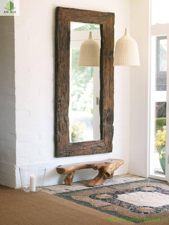 Gương đối diện cửa ra vào