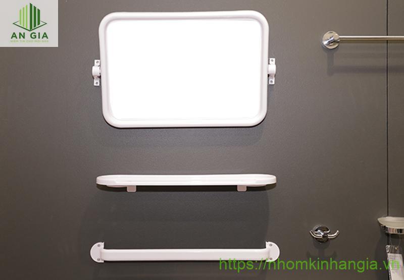 Mẫu 1: Mẫu gương nhựa nhà tắm giá rẻ với thiết kế độc đáo mang đến sự tiện lợi cho người dùng