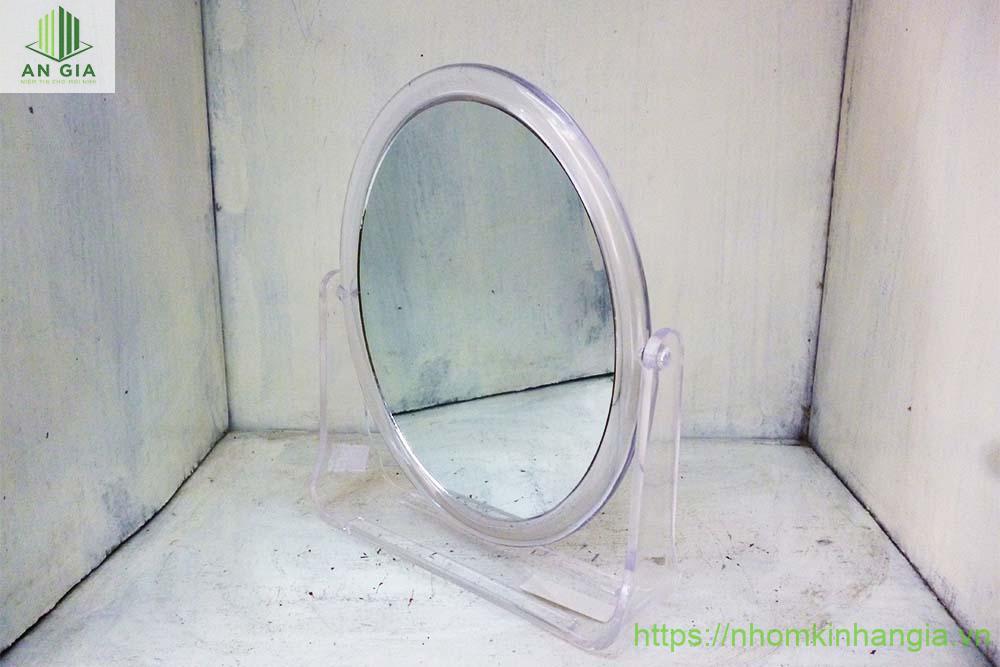 Mẫu 8: Mẫu gương này có thiết kế nhỏ khá tiện lợi khi sử dụng và lắp đặt ở nhà tắm